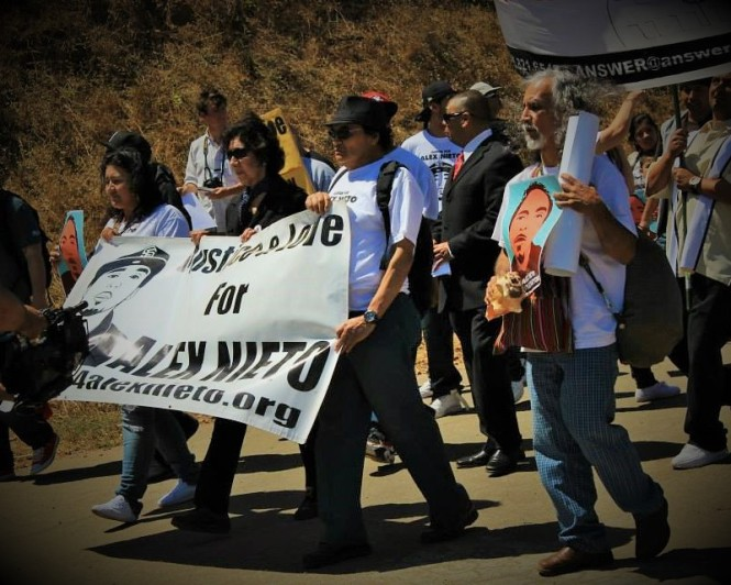 Elvira & Refugio Nieto lead the Alex Rises! march down from Bernal Hill. (Aug. 22, 2014) Photo: Chris Carlsson