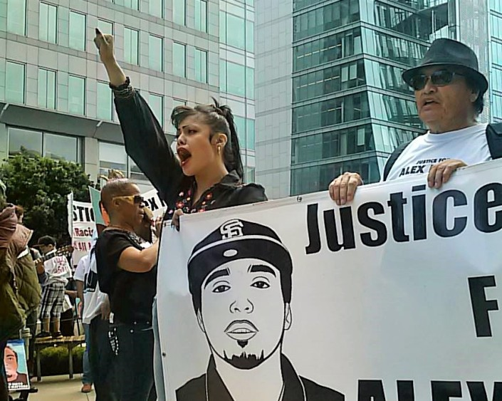 Rallier arrives to federal building holding banner with Refugio Nieto (Aug. 22, 2014) Photo: Ray Ysaguirre